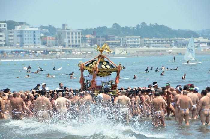 【藤沢】江の島天王祭「神輿海上渡御」